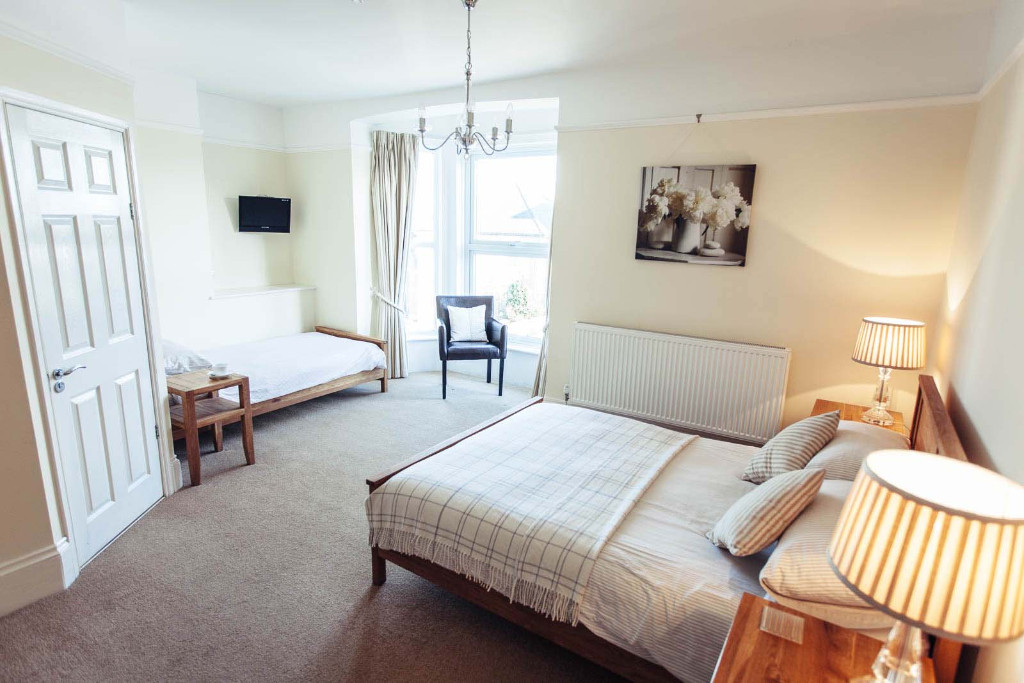 Bed and Breakfast, Cowes, Isle of Wight - B&B guest house accommodation