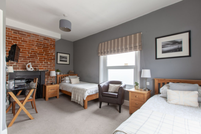 Bed and Breakfast Accommodation - Twin Ensuite Room at The Caledon Guest House, Cowes, Isle of Wight